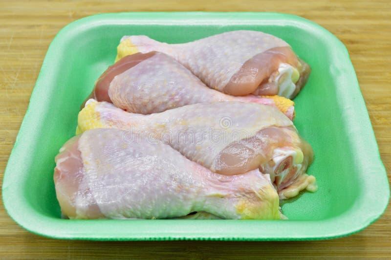 Piernas de pollo crudas limpias frescas palillos imagen de archivo
