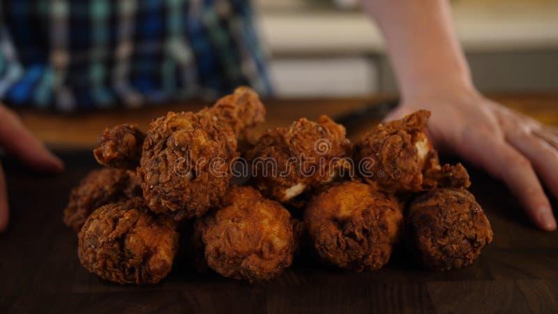 Piernas de pollo frito foto de archivo libre de regalías
