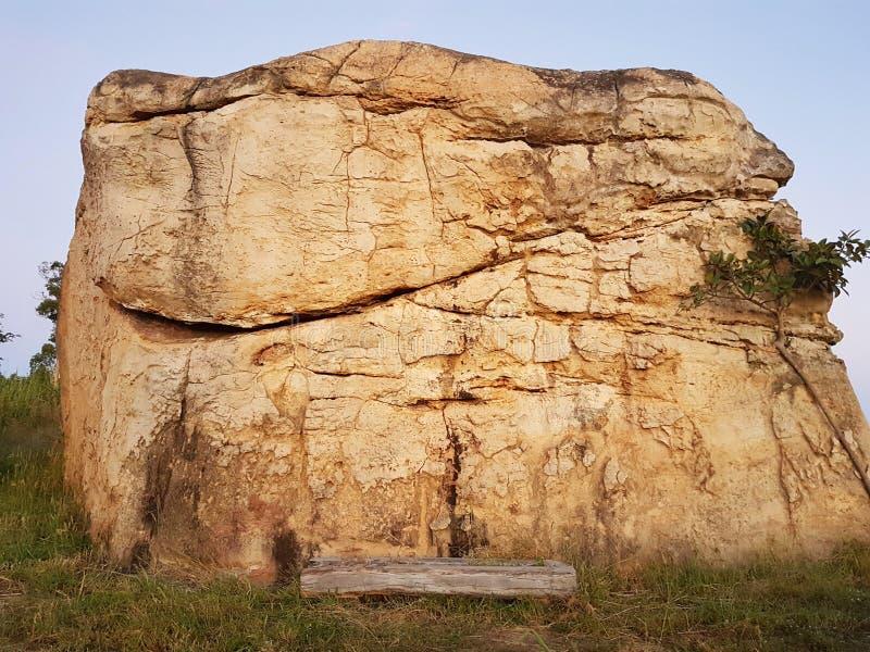 Pierre à MOR HIN KHAOW CHAIYAPHUM pendant le matin Il ` s Stoneheng photographie stock