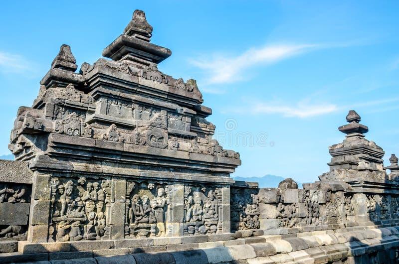 Pierre décorée avec des soulagements de bas dans le temple de Borobudur dans Yogy photographie stock libre de droits