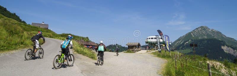 Download Pierre Dźwignięcie W Portes Du Soleil Regionie, Zdjęcie Editorial - Obraz złożonej z rowerzyści, destination: 57673666