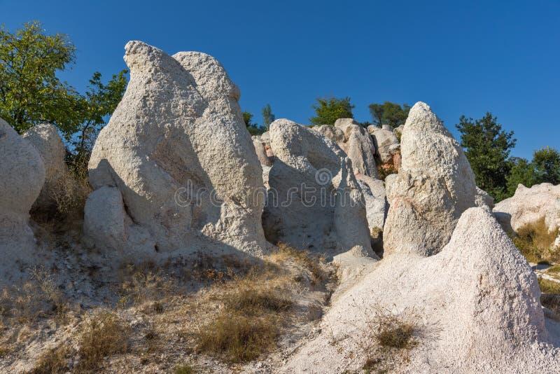 Pierre de phénomène de roche de vue panoramique épousant près de la ville de Kardzhali photos libres de droits