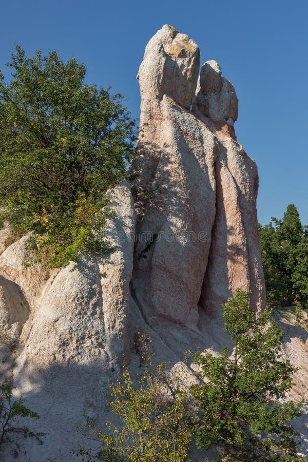 Pierre de phénomène de roche de vue panoramique épousant près de la ville de Kardzhali image libre de droits