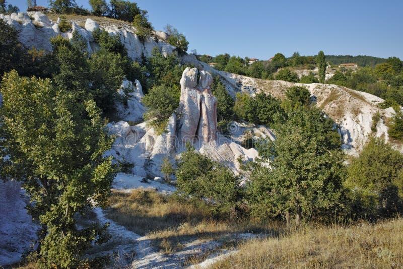 Pierre de phénomène de roche de vue panoramique épousant près de la ville de Kardzhali, Bulgarie photos libres de droits