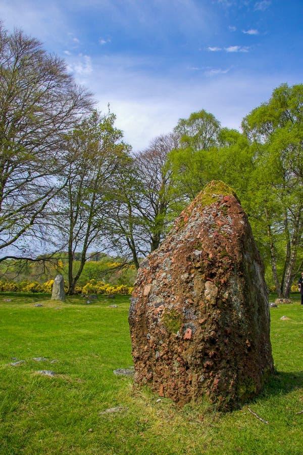 Pierre et cairn debout au cairn de Clava en Ecosse photographie stock