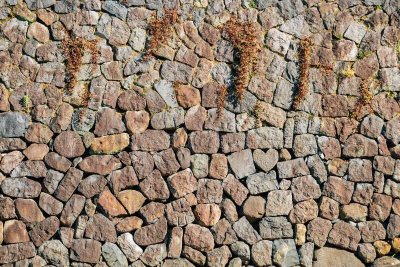Pierre et mur de forme de coeur près de pont de lunettes de Megane-bashi à Nagasaki, Japon photographie stock libre de droits