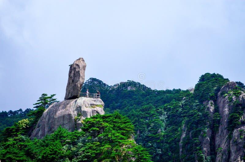 Pierre géante à la montagne de jaune de Huangshan dans la province d'Anhui Chine photos libres de droits