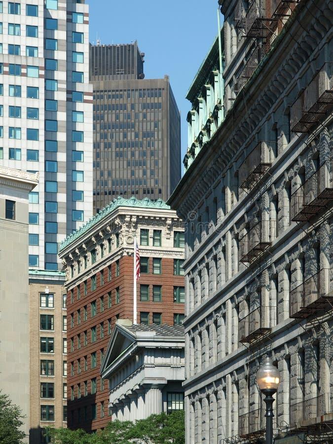 Pierre historique et constructions modernes photos libres de droits