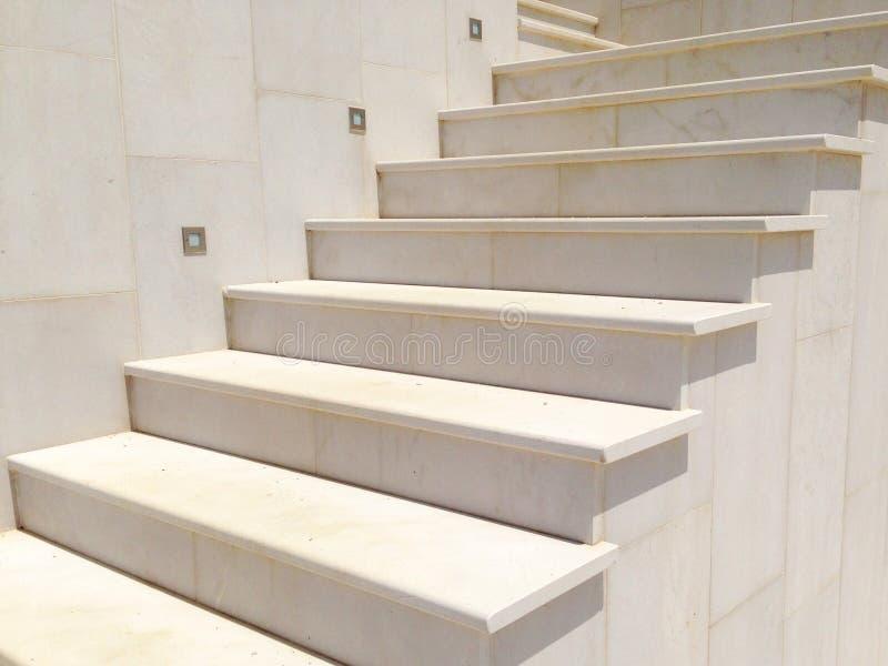 escalier marbre fabulous escalier en marbre crema marfield with escalier marbre awesome o o o. Black Bedroom Furniture Sets. Home Design Ideas