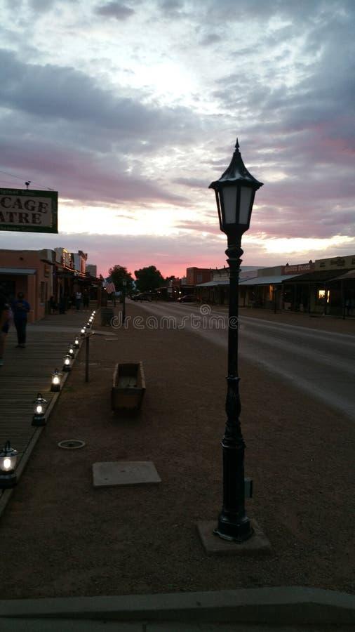 Pierre tombale Arizona au coucher du soleil images stock