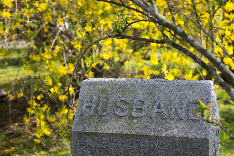 pierre tombale avec le mari là-dessus photo stock