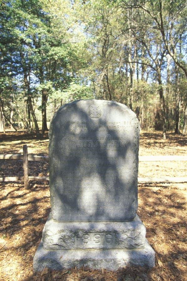 Pierre tombale commémorant la colonie perdue à Roanoke, OR photos libres de droits