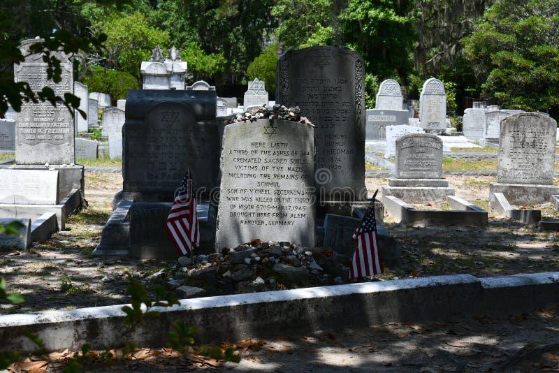 Pierre tombale de cimetière au cimetière historique de Savannah Georgia images libres de droits