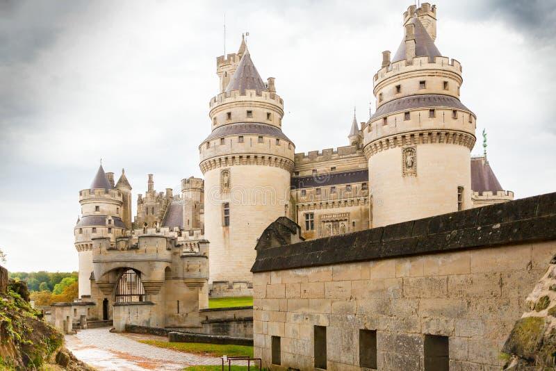 Pierrefond城堡入口picardie法国 免版税库存照片