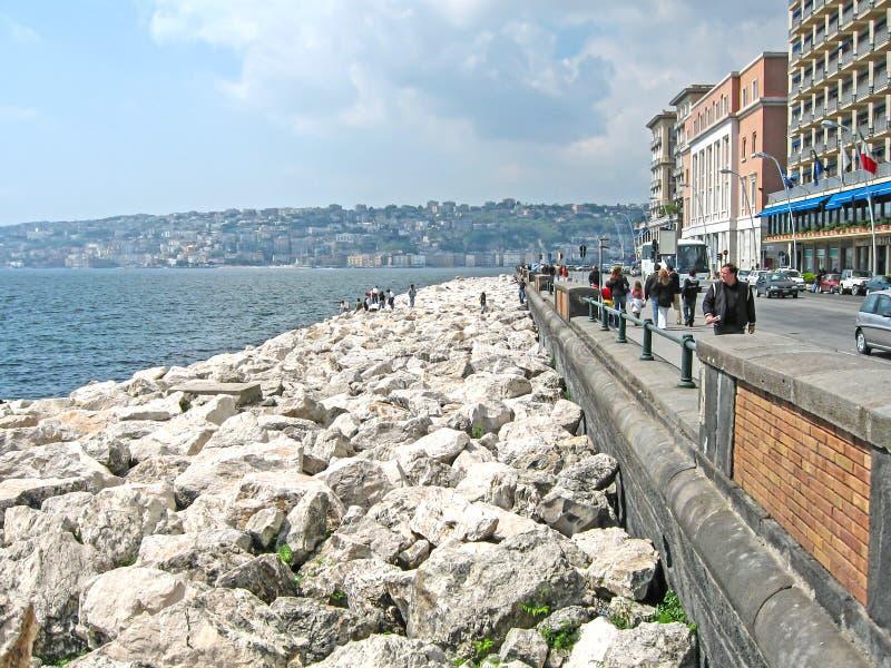Pierres au bord de mer L'Italie, Napoli, images libres de droits