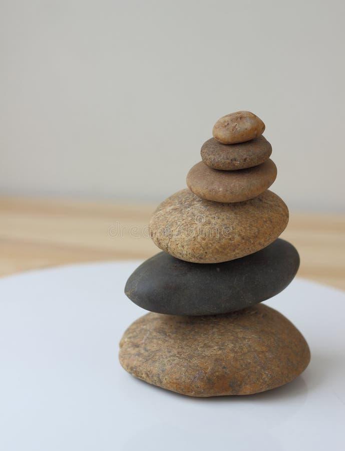 Pierres d'équilibre d'harmonie de zen photos stock