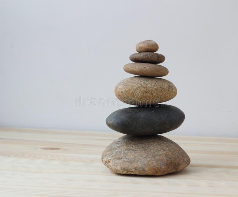 Pierres d'équilibre d'harmonie de zen photographie stock libre de droits