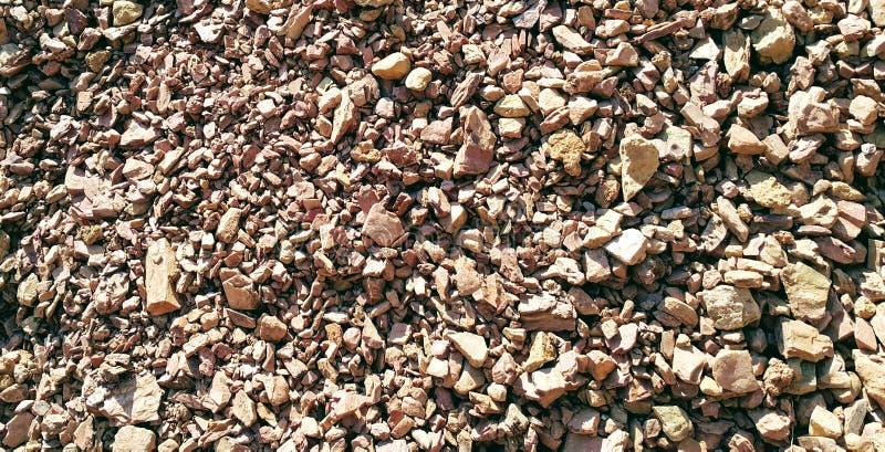 Pierres d'argile de Brown en colline sauvage images libres de droits