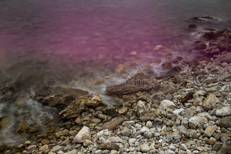 Pierres dans l'eau images libres de droits