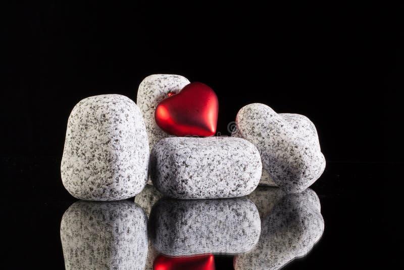 Pierres de granit et symbole d'amour images libres de droits