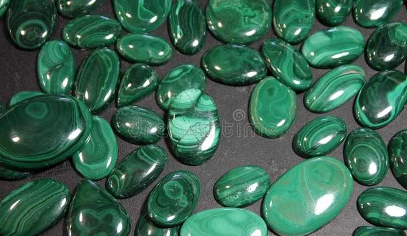 Pierres de malachite images libres de droits