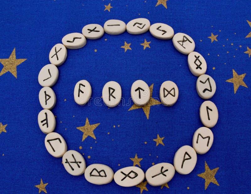 Pierres de rune images libres de droits