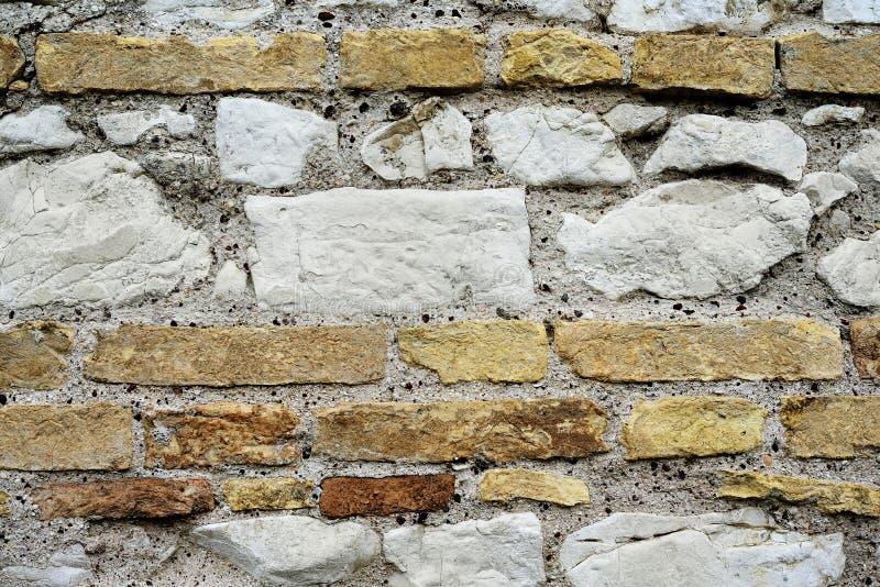 Pierres et mur de briques image stock