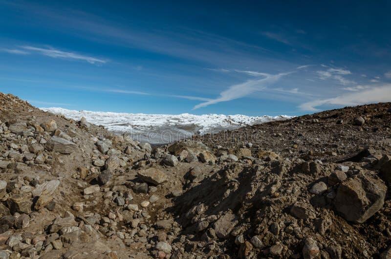 Pierres et roche devant la moraine à la calotte glaciaire Greenlandic, point 660, Kangerlussuaq, Groenland image libre de droits