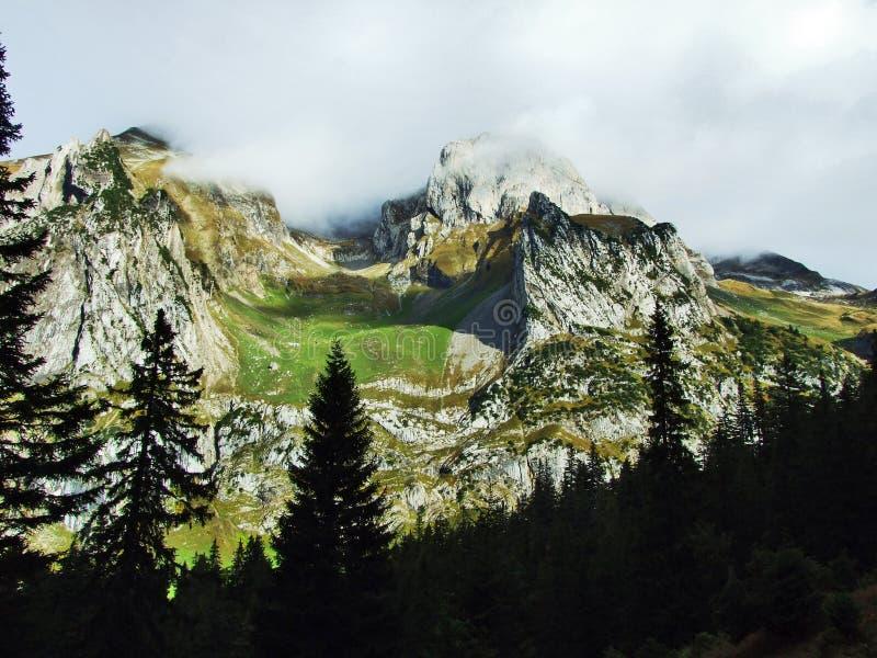 Pierres et roches du massif Alpstein de montagne photo libre de droits