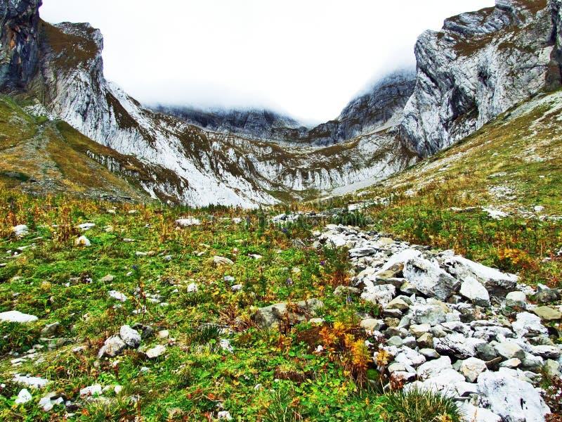 Pierres et roches du massif Alpstein de montagne photos libres de droits