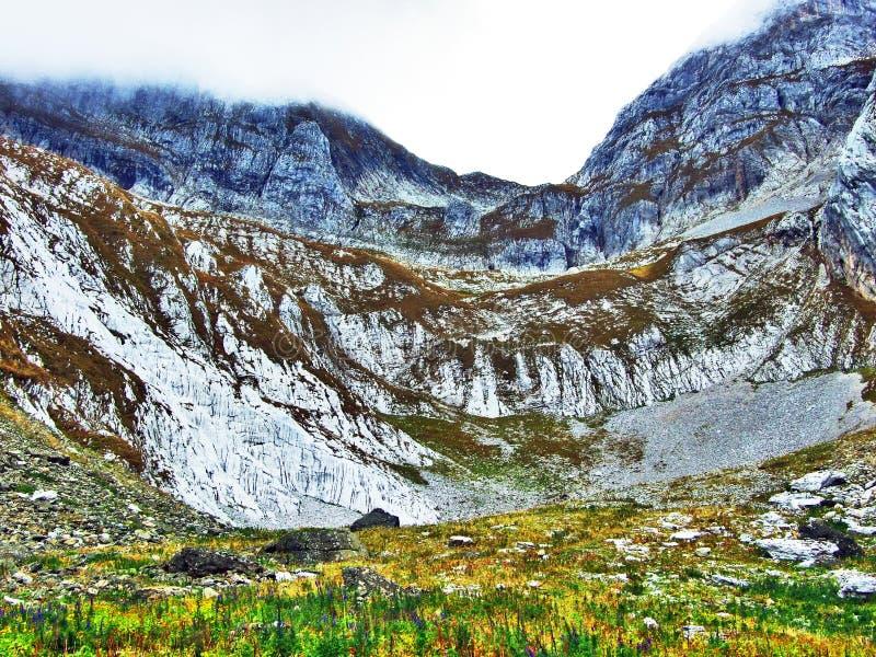 Pierres et roches du massif Alpstein de montagne photos stock