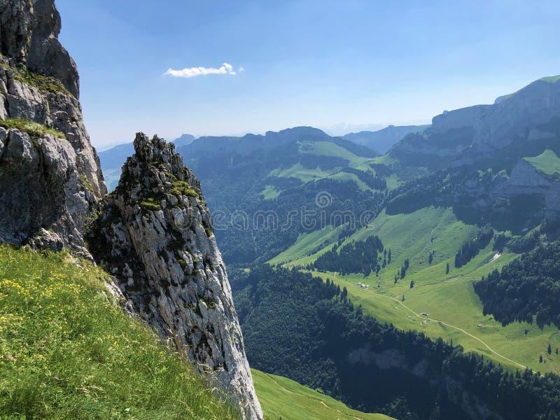Pierres et roches du massif Alpstein de montagne et dans la r?gion d'Appenzellerland photos libres de droits