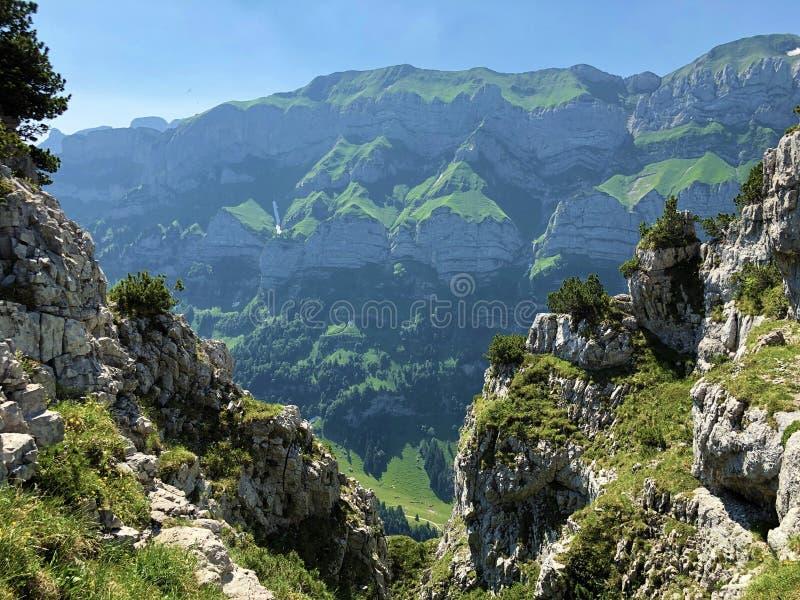Pierres et roches du massif Alpstein de montagne et dans la r?gion d'Appenzellerland images stock