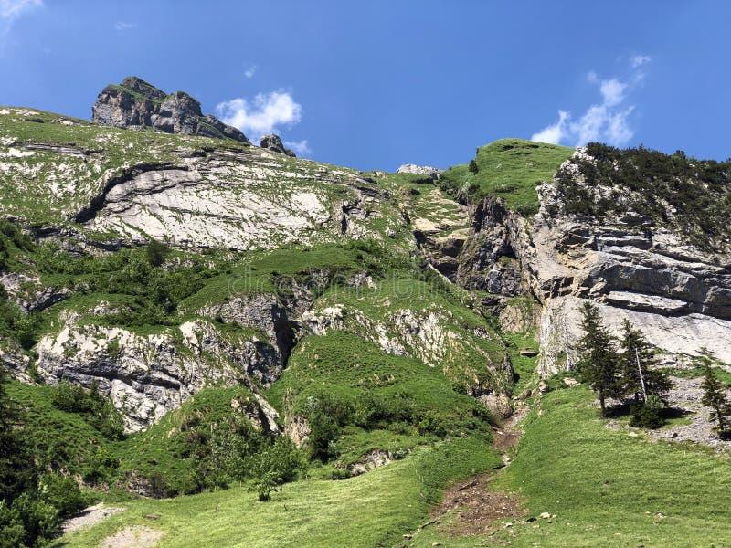 Pierres et roches du massif Alpstein de montagne et dans la r?gion d'Appenzellerland photos stock