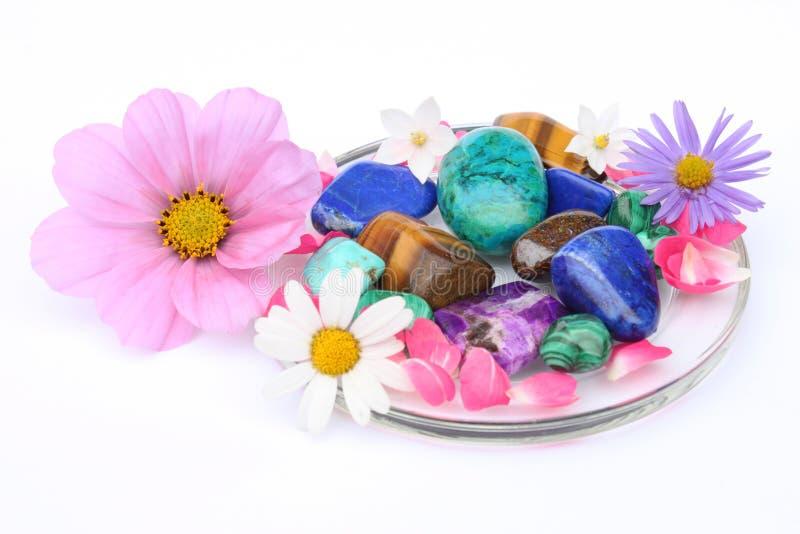 Pierres gemmes et fleurs images libres de droits