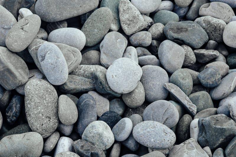 Pierres grises en gros plan Fond de Minimalistic caillou de plage photographie stock
