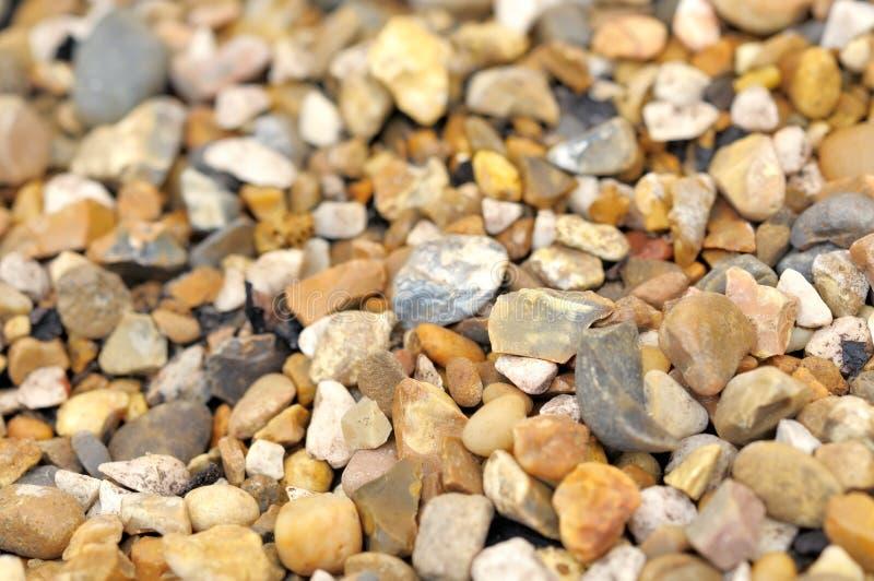 Pierres humides sur la plage images stock