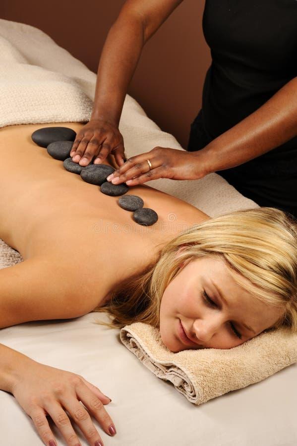Pierres minérales chaudes de massage photos stock