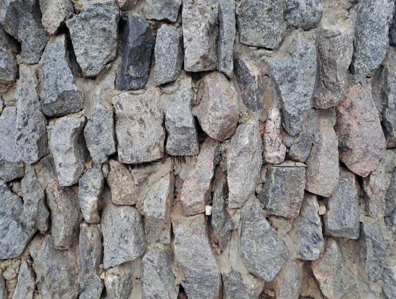 pierres rugueuses naturelles empilées par mur de fond photo stock
