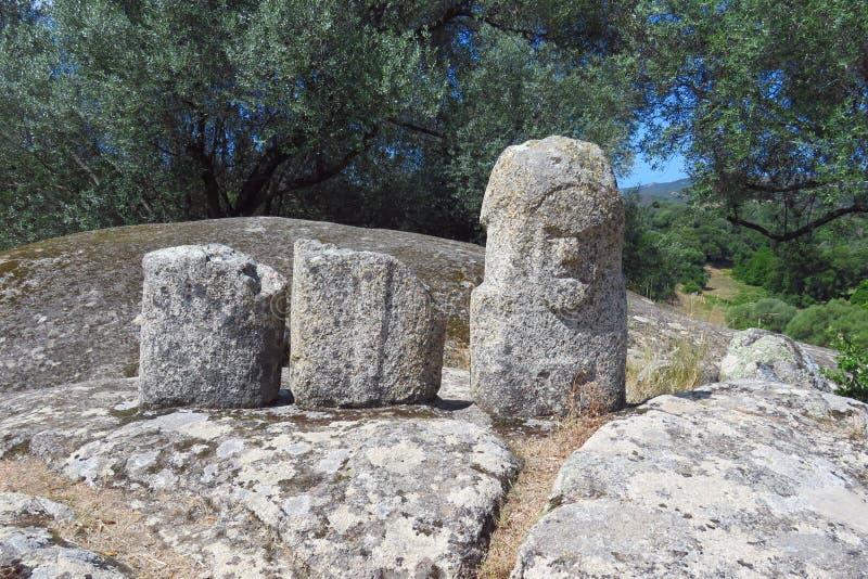 Pierres sculptées sur le site préhistorique de Filitosa, Corse image stock
