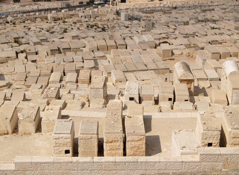 Pierres tombales d'un cimetière juif antique sur le mont des Oliviers image libre de droits