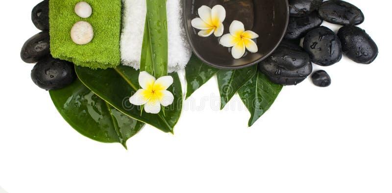 Pierres tropicales d'objets de station thermale de vue supérieure, serviettes, feuilles, fleurs image libre de droits