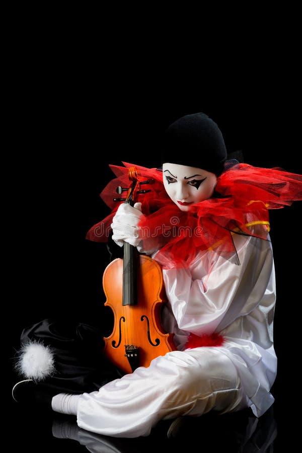 Pierrot con el violín foto de archivo