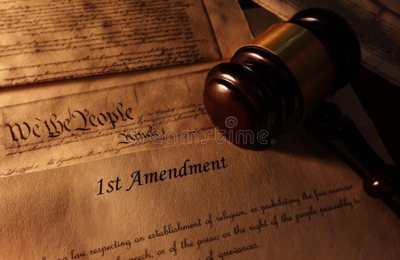 Pierwsza Poprawka młoteczek i tekst obraz royalty free