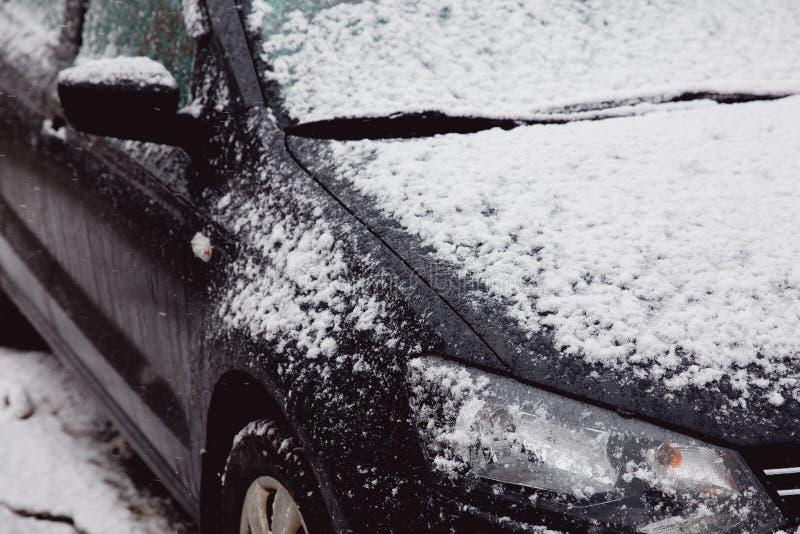 Pierwszy śnieg kłama na maszynach fotografia royalty free