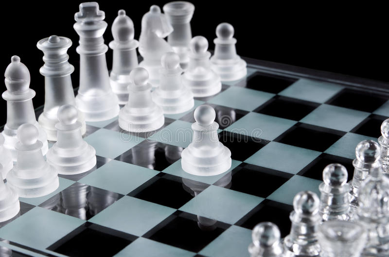 Pierwszy ruch z białym pionkiem zdjęcie royalty free