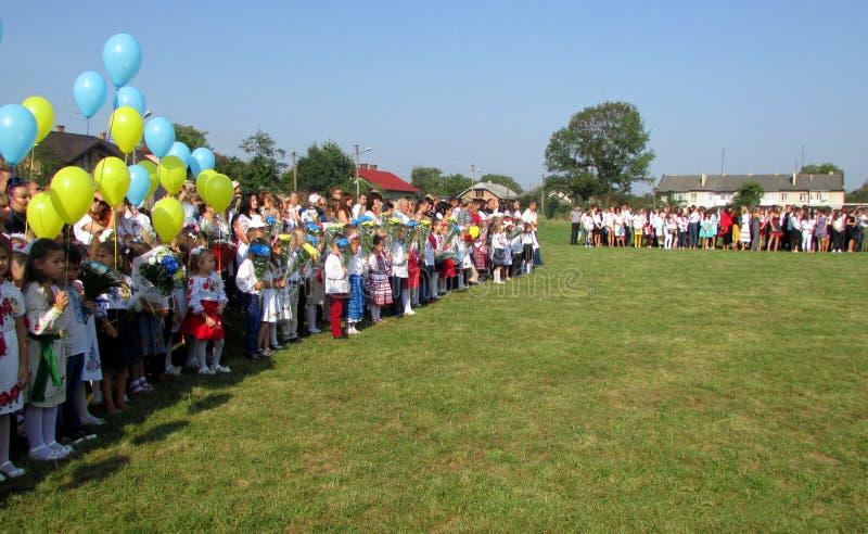 Pierwszy wezwanie w Ukraińskich szkołach fotografia royalty free