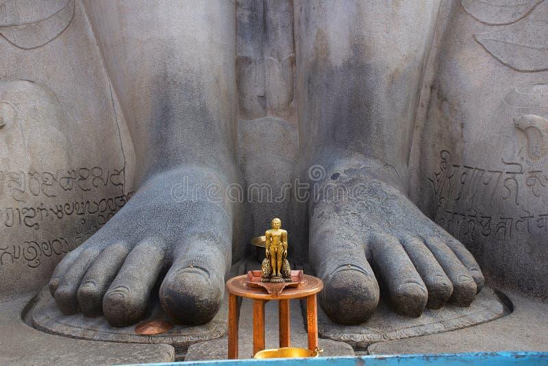Pies de cierre de Gommattesvara Bahubali para arriba fotografía de archivo