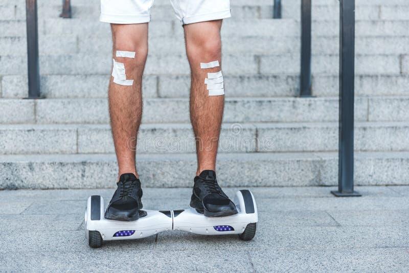 Download Pies Del Hombre Que Van En Hoverboard Foto de archivo - Imagen de eléctrico, corrección: 100533876