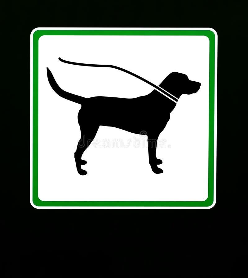 Pies na smyczu w ten terenie Ograniczenie znak z kopii przestrzenią royalty ilustracja